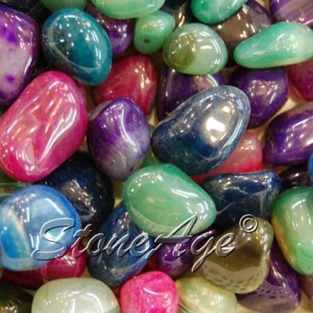 אבני אגת מפוספסות וצבועות.   מהאתר של החנות סטונאייג'  www.stoneage.co.il צילום: שני תודר photo: Shani Toder