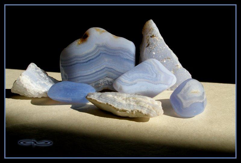 אגת תחרה-כחולה מוחלקת וגולמית. צילום: מקס קובלסקי Photo by Max Kovalski www.maxkov.com