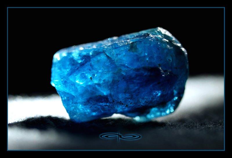 אפטייט כחולה איכותית. צילום: מקס קובלסקי Photo by Max Kovalski www.maxkov.com