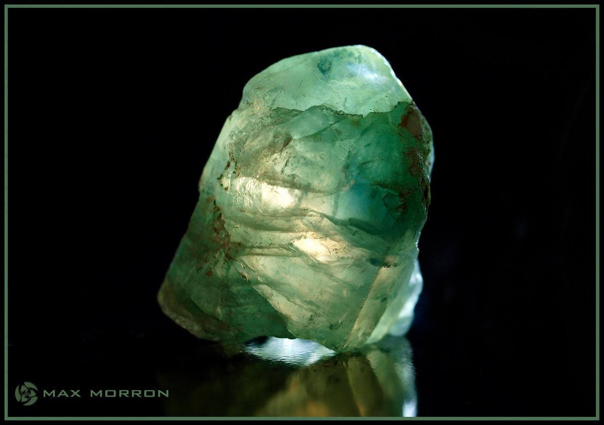 גביש ירוק איכותי של אפטייט. צילום: מקס קובלסקי Photo by Max Kovalski www.maxkov.com