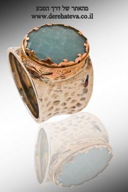 טבעת משובצת באקוומרין. מהאתר של  החנות 'דרך הטבע' בבאר-שבע  www.derehateva.co.il