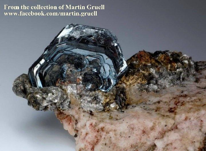 המטייט מטריקס (מחוברת לסלע)/ מהאוסף של מרטין גרול האוסטרי. From the collection of Martin Gruell from Austria.