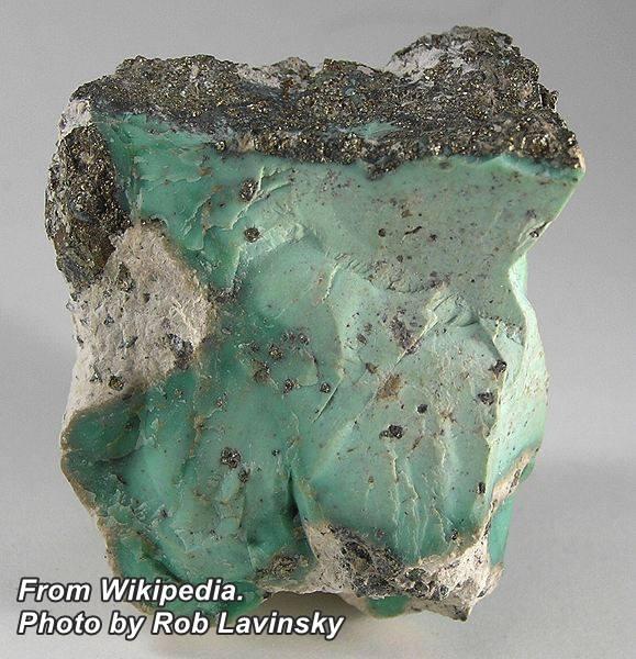 """ווריסייט ירוקה גולמית עם פיריט. נלקח ברשות מ""""ויקיפדיה"""" From Wikipedia Commons"""