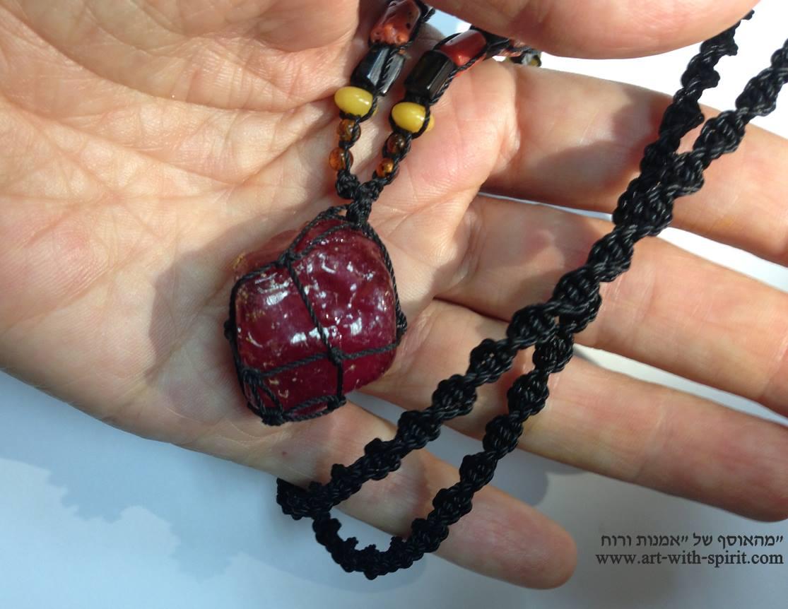"""חלוק גדול של ביקסבייט איכותית משובצת ב""""מאלה"""". מהאוסף של אומנות ורוח www.art-with-spirit.com צילום והכנה: גל אבירז"""