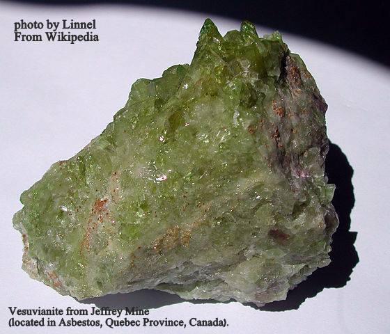 """ווזוביאנייט  ממכרה """"אזבסטוס"""" צילום: Linnel. נלקח ברשות מ""""ויקיפדיה"""" From Wikipedia Commons"""
