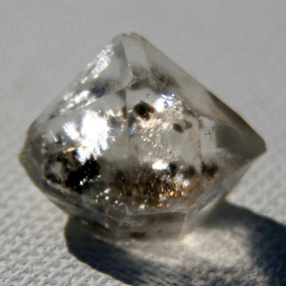 יהלום הרקימר בתצורה שמזכירה מאד את המידות של אבן היהלום על שמה נקרא. מהאוסף של אומנות ורוח www.art-with-spirit.com צילום: גל אבירז