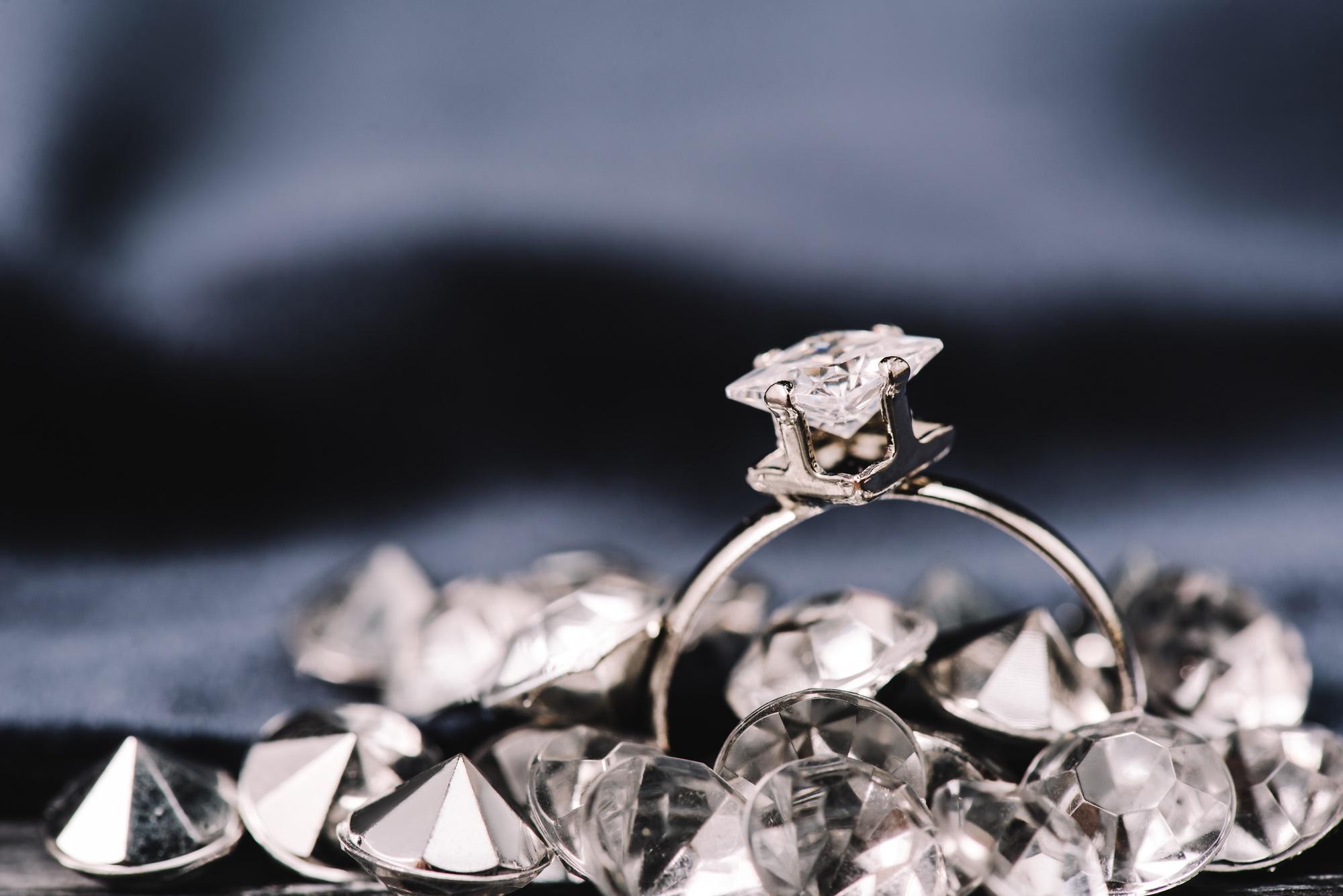 """טבעת משובצת ביהלום. נלקח ממאגר התמונות """"דפוזיט""""."""