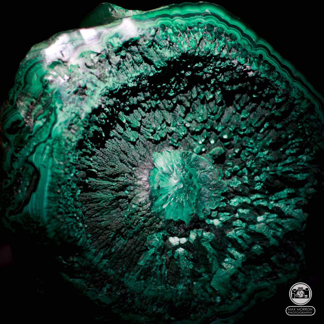 מושבה של מלאכיט בתצורה עגולה מיוחדת. צילום: מקס קובלסקי Photo by Max Kovalski www.maxkov.com