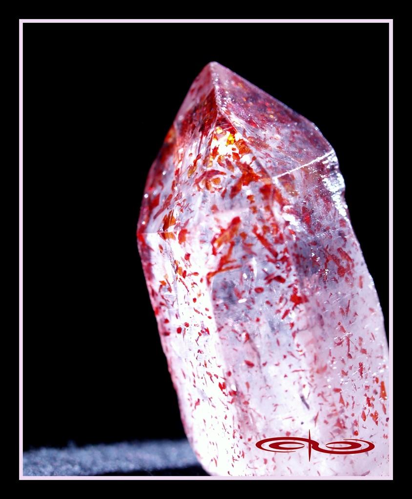 גביש בודד של טיטניום-קוורץ. צילום: מקס קובלסקי Photo by Max Kovalski www.maxkov.com