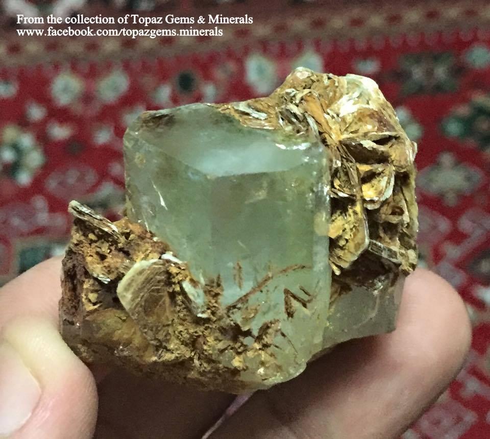 """גביש באיכות גבוהה של טופז תכולה עם פיריט.מהאוסף של """"טופז ג'מס"""" מתאילנד. From the collection of Topaz Gems & Minerals"""
