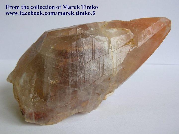 גביש בודד של קלציט דבש. מהאוסף של מרק טימקו. From the collection of Marek Timko