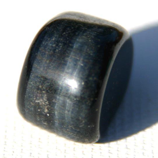 חלוק של הוק-איי (טייגר-איי כחולה). מהאוסף של אומנות ורוח www.art-with-spirit.com צילום: גל אבירז