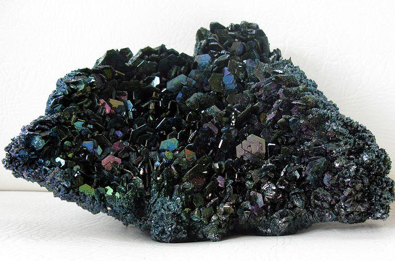 """קרבורונדום צבעונית. נלקחה מ""""וויקיפדיה"""". צילום: ג'ון פייטפול. From Wikipedia Commons"""