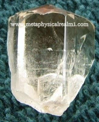 """גביש לבן של פנסייט לבנה. מאתר המכירה 'מטה-פיסיקל' בארה""""ב. From the website of metaphysicalrealm1.com"""