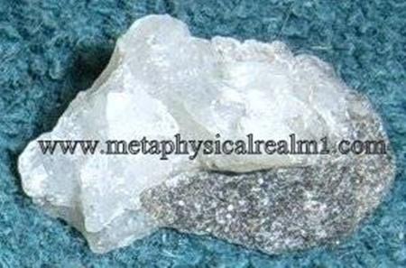 """גביש לבן של פנסייט לבנה-שקופה. מאתר המכירה 'מטה-פיסיקל' בארה""""ב. From the website of metaphysicalrealm1.com"""