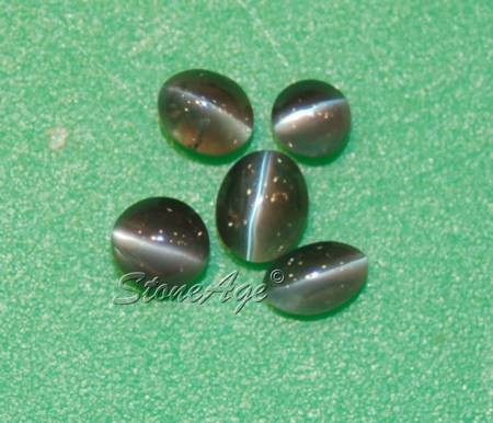 עין-החתול באלכסנדריט. מהאתר של סטונאייג.  www.stoneage.co.il צילום: שני תודר photo: Shani Toder
