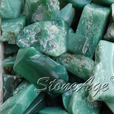 גבישים של קלצדוני ירוקה.  מהאתר של החנות סטונאייג'  www.stoneage.co.il צילום: שני תודר photo: Shani Toder