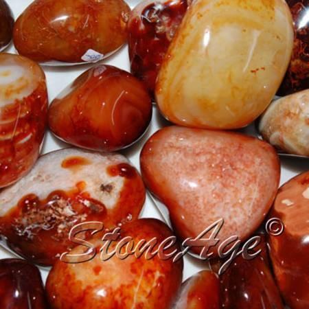 חלוקי קרנליאן בגוונים שונים. מהאתר של החנות סטונאייג'  www.stoneage.co.il צילום: שני תודר photo: Shani Toder
