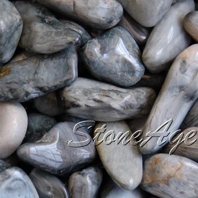 אבני קוורץ מוחלקות עם תופעת עין-החתול. מהאתר של סטונאייג.  www.stoneage.co.il צילום: שני תודר photo: Shani Toder