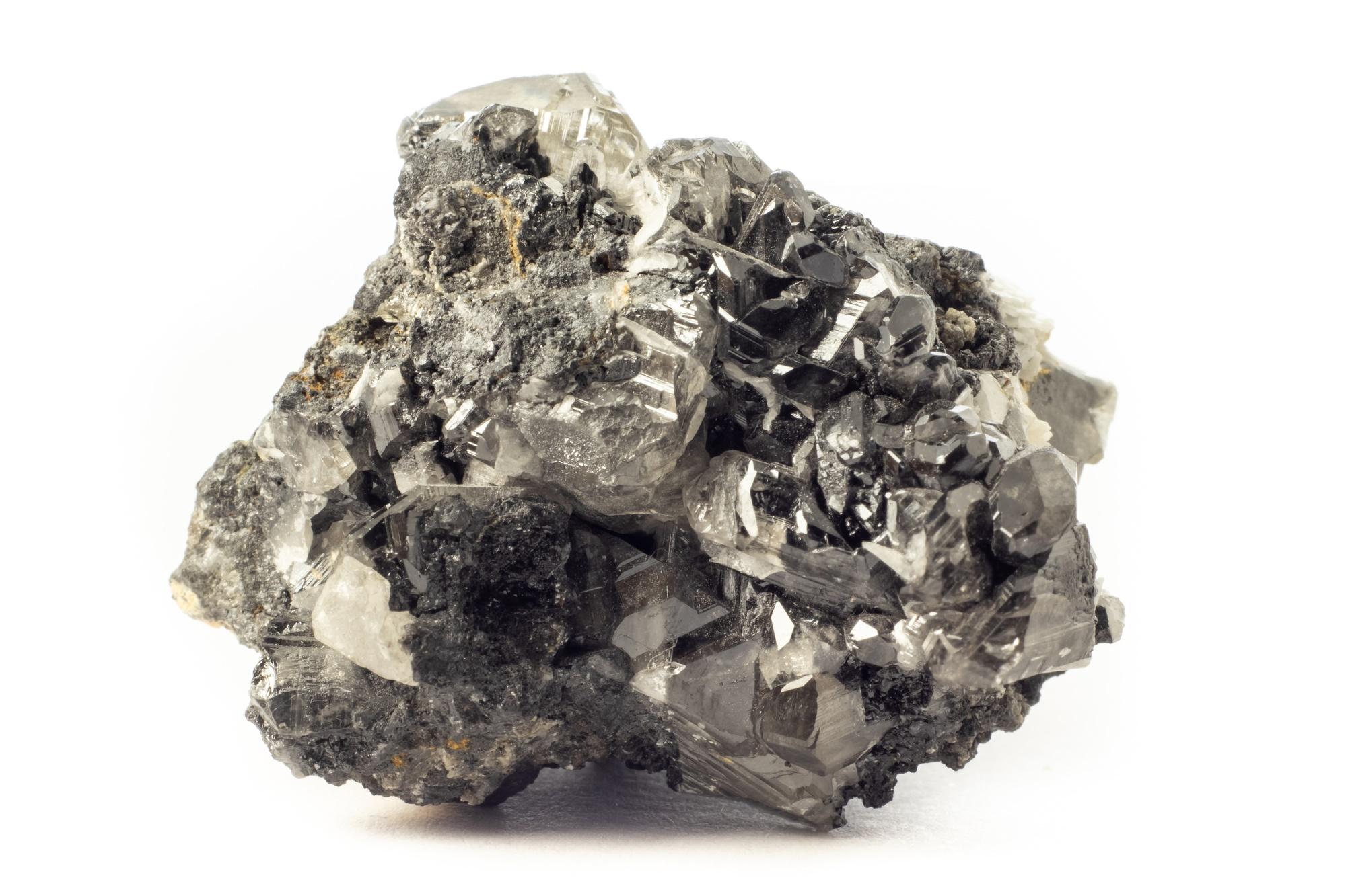 """גוש גולמי של קרוסייט ממרוקו. נלקח ממאגר התמונות """"דפוזיט"""". Rock of cerussite mineral from Marocco"""