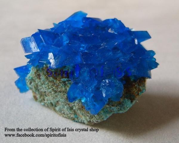 """קלקנטייט יפהפיה על מצע סלעי. מאתר המכירה """"ספיריט אוף איזיס"""". From the collection of Spirit of Isis crystal shop"""