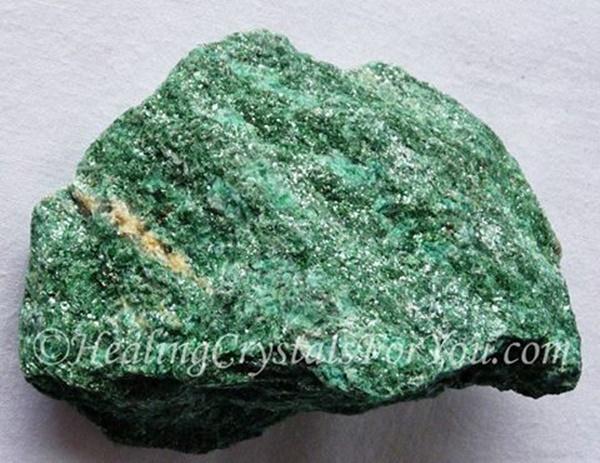"""גוש גולמי של פושסייט. מאתר """"הילינג-פור-יו"""". Taken with courtesy from www.healing-crystals-for-you.com"""