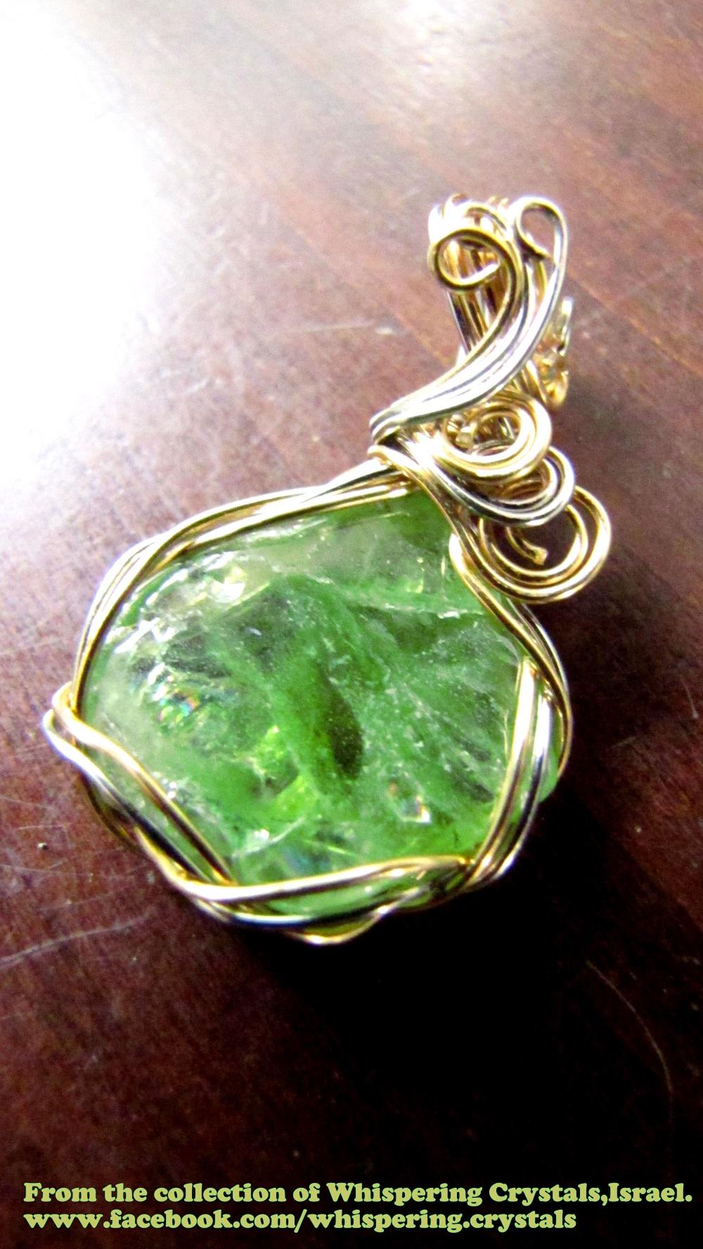 פרידוט איכותית משובצת בנחושת. מהאוסף של 'וויספרינג קריסטלס' www.facebook.com/whispering.crystals