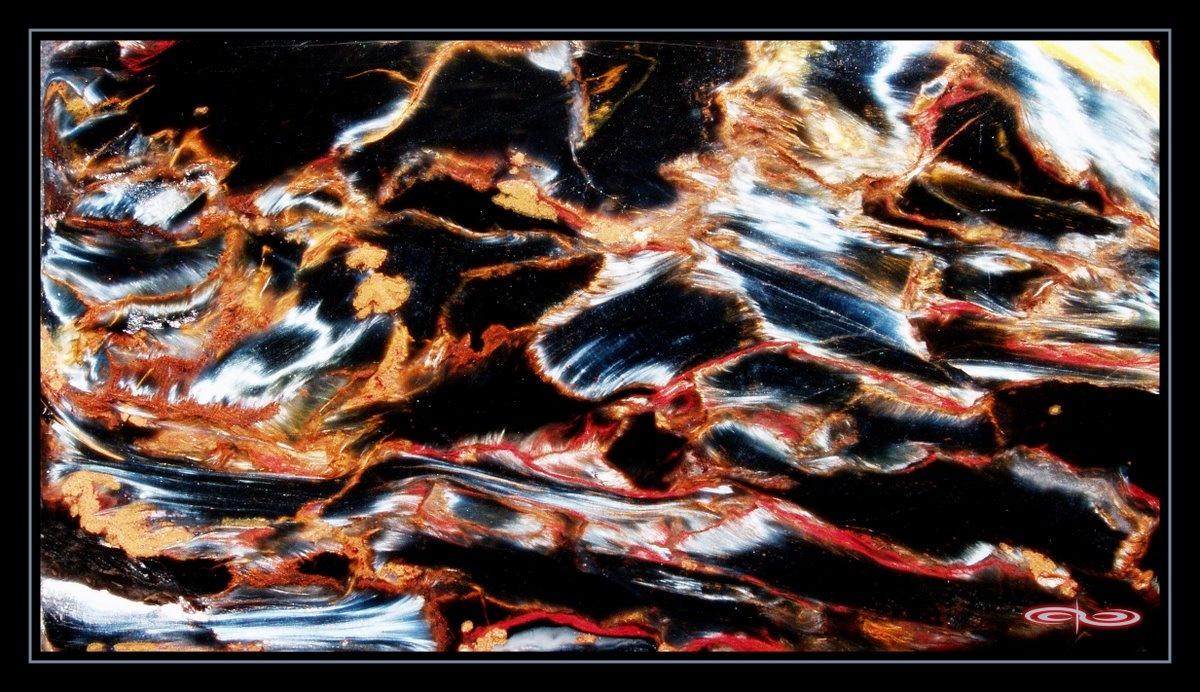 """צילום תקריב של פייטרסייט בשלל-צבעים. מחפיסת הקלפים """"קלפי הנתיבים"""". צילום: מקס קובלסקי Photo by Max Kovalski www.maxkov.com"""