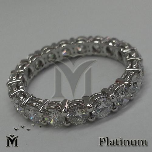טבעת פלטינה משובצת יהלומים. A platinum riig with Diamonds עיצוב: משה מוסרי. Design by Moshe Mousari www.mousari.com