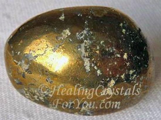 חלוק מוזהב של פיריט. נלקח ברשות מהאתר   Taken with courtesy from www.healing-crystals-for-you.com