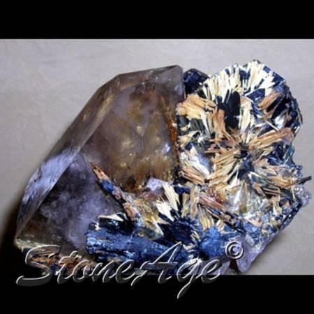 רוטילייטד סמוקי-קוורץ עם המטייט. מהאתר של סטונאייג.  www.stoneage.co.il צילום: שני תודר photo: Shani Toder