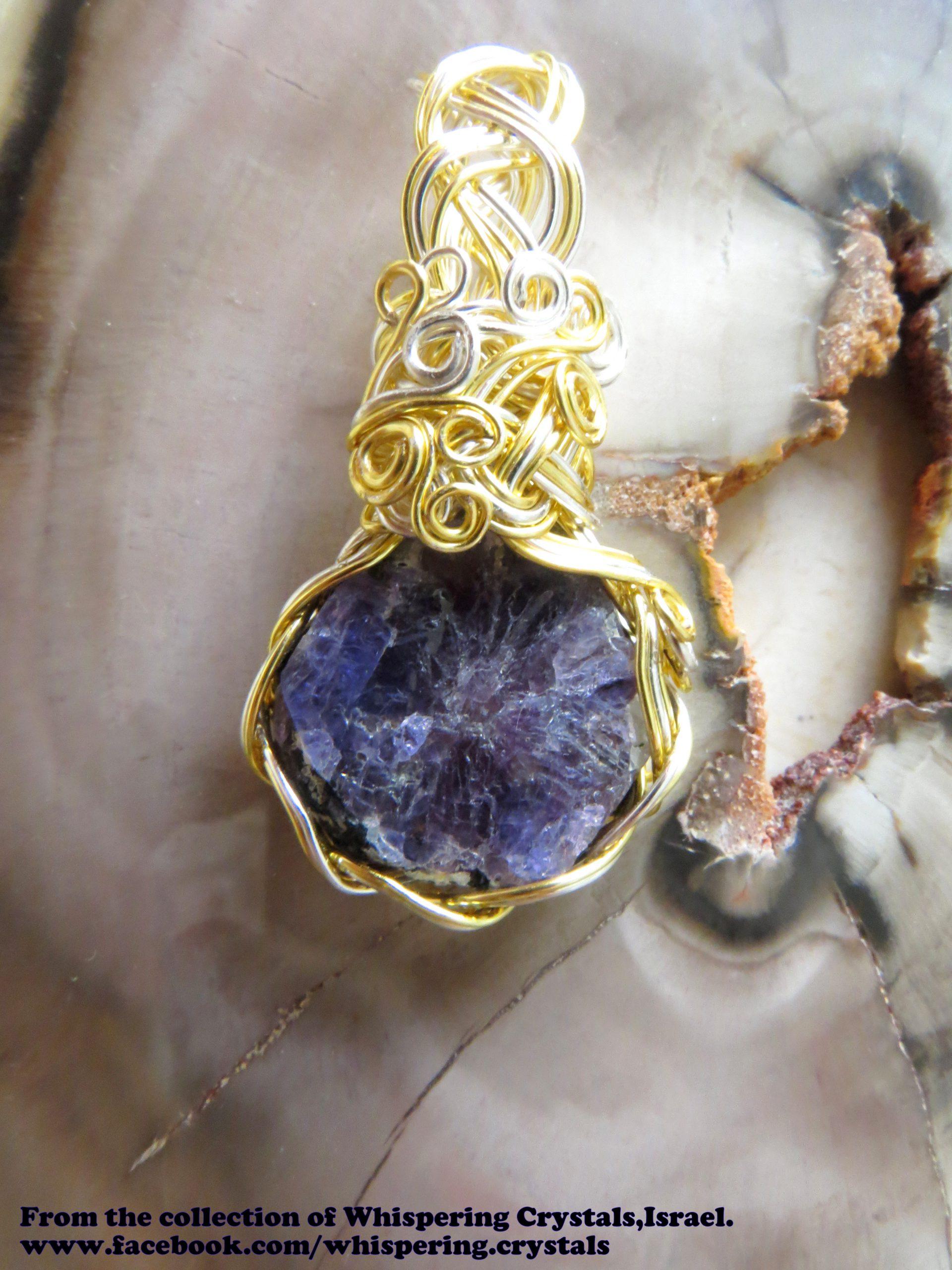 ספיר סגולה משובצת בנחושת. מהאוסף של 'וויספרינג קריסטלס' www.facebook.com/whispering.crystals.