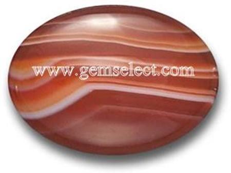 """סרדוניקס מלוטשת כקבושון. מהאתר """"ג'ם-סלקט"""". With courtesy of the website www.gemselect.com"""