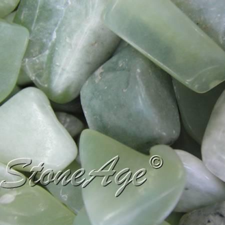 חלוקים של סרפנטיין ירוקה בהירה. מהאתר של סטונאייג.  www.stoneage.co.il צילום: שני תודר photo: Shani Toder