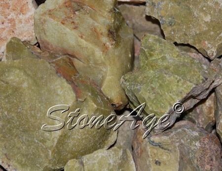 גושים גולמיים של סרפנטיין. מהאתר של סטונאייג.  www.stoneage.co.il צילום: שני תודר photo: Shani Toder