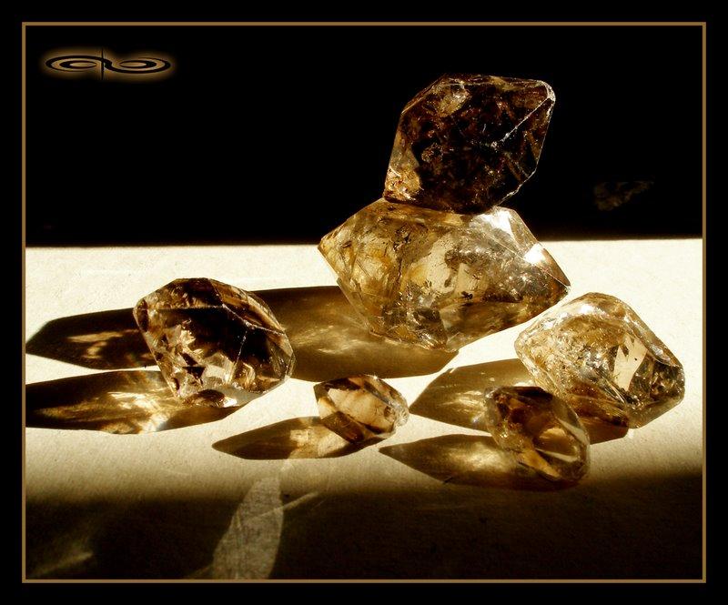 סמוקי-קוורץ גנרטורים דו-חודיים. צילום: מקס קובלסקי Photo by Max Kovalski www.maxkov.com