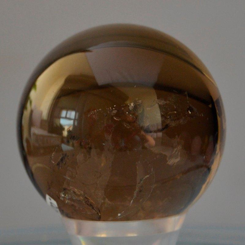 כדור סמוקי קוורץ. מהאתר של סטונאייג.  www.stoneage.co.il צילום: שני תודר photo: Shani Toder