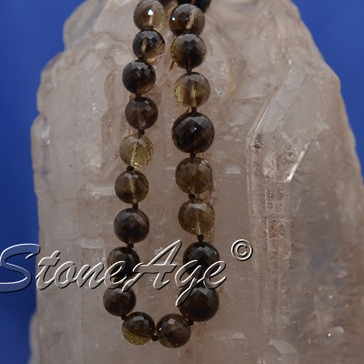 חרוזים של סמוקי-קוורץ. מהאתר של סטונאייג.  www.stoneage.co.il צילום: שני תודר photo: Shani Toder