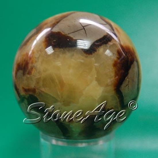 כדור של קלציט ספקטריה. מהאתר של החנות סטונאייג'  www.stoneage.co.il צילום: שני תודר photo: Shani Toder