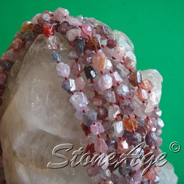 שרשרת מחרוזי ספינל. מהאתר של סטונאייג.  www.stoneage.co.il צילום: שני תודר photo: Shani Toder