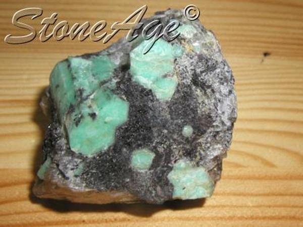 אמרלד גולמית. מהאתר של החנות סטונאייג'  www.stoneage.co.il צילום: שני תודר photo: Shani Toder