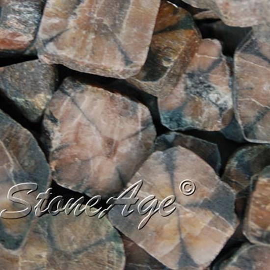 חלוקים שטוחים של אנדלוסייט. מהאתר של החנות סטונאייג'  www.stoneage.co.il צילום: שני תודר photo: Shani Toder