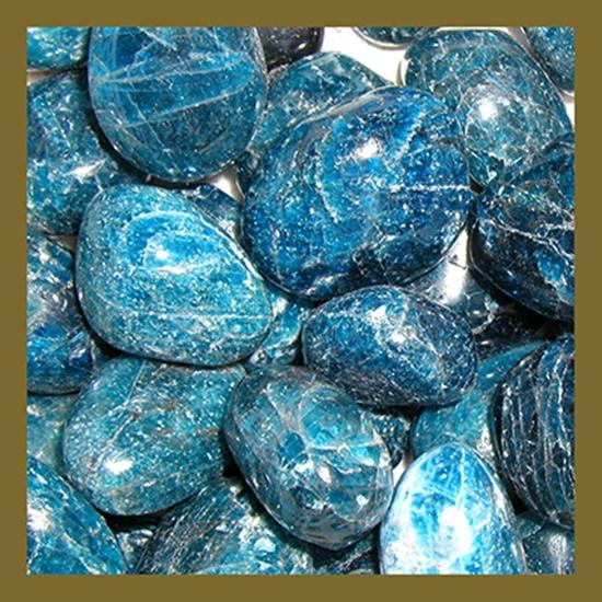 חלוקים איכותיים של אפטייט בכחול בהיר. מהאתר של החנות סטונאייג'  www.stoneage.co.il צילום: שני תודר photo: Shani Toder