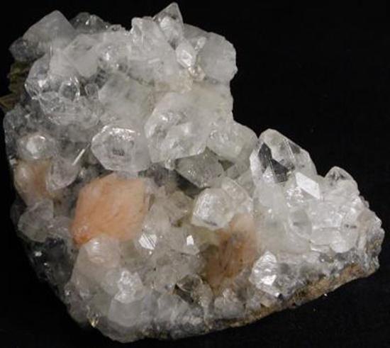 אפופילייט לבנה עם סטילבייט כתומה. מהאתר של החנות סטונאייג'  www.stoneage.co.il צילום: שני תודר photo: Shani Toder