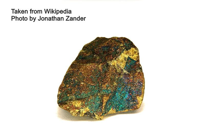 """בורנייט בזהוב ותכלת. נלקח מ""""ויקיפדיה"""" צילום: ג'ונתן זנדר. נלקח ברשות מ""""ויקיפדיה"""" From Wikipedia Commons"""
