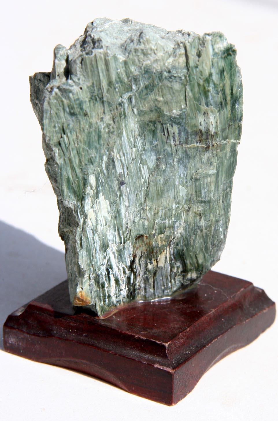 מושבה של אפידוט גולמית בצבע ירוק-אפור בהיר. מהאוסף של אומנות ורוח www.art-with-spirit.com צילום: גל אבירז