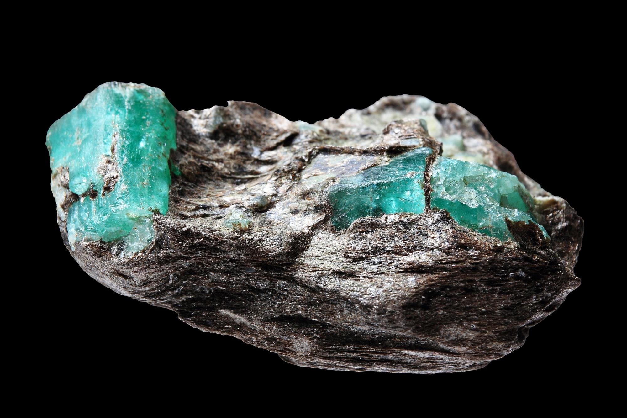 """אמרלד מטריקס, גבישי אמרלד איכותיים בתוך הסלע עליו התגבשו. התמונה ממאגר """"דפוזיט"""" From """"Deposit"""" Photos"""