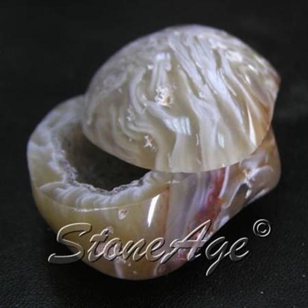 מערת גאוד. מהאתר של החנות סטונאייג'  www.stoneage.co.il צילום: שני תודר photo: Shani Toder