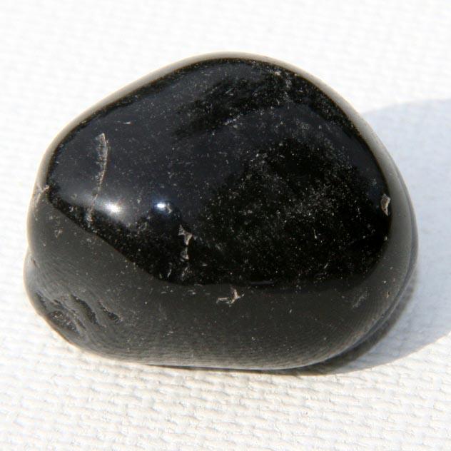 חלוק של אוניקס שחורה. מהאוסף של אומנות ורוח www.art-with-spirit.com צילום: גל אבירז