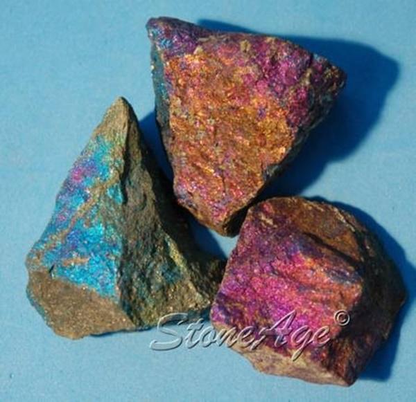 בורנייט/פיקוק-קופר בצבעים שונים. מהאתר של החנות סטונאייג'  www.stoneage.co.il צילום: שני תודר photo: Shani Toder